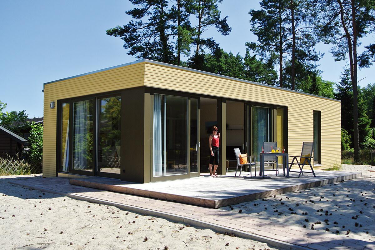 Außenansicht Strandbungalow mit Sonnen-Terrasse