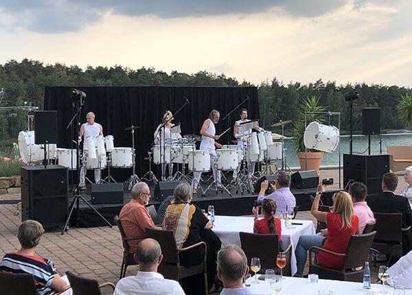 Musiker auf der Terrasse