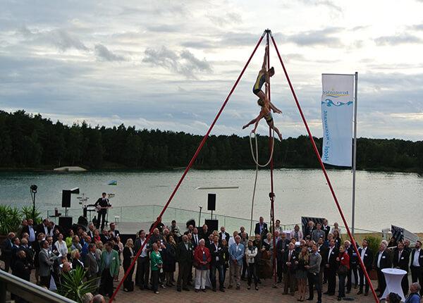Akrobaten auf der Bernsteinsee Strandterrasse