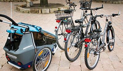 Unisex Fahrräder und Anhänger zum Verleih